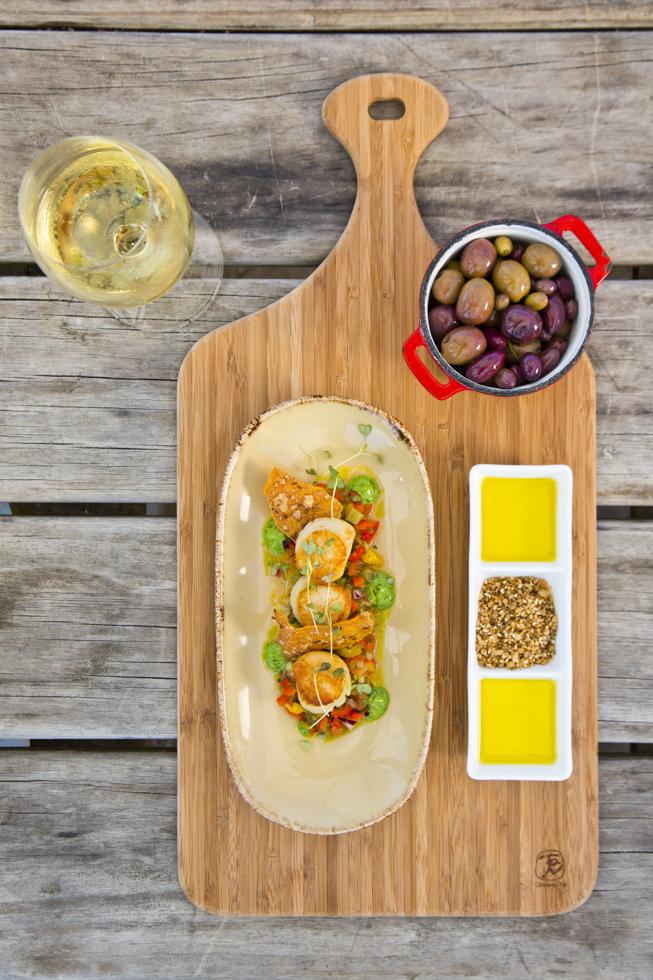 Scallops, vegetables a la greque, herbed buffalo yogurt dressing, Restaurant, Olives, Oliveoil, Kellerei Montalto, Mornington Peninsula, Australien