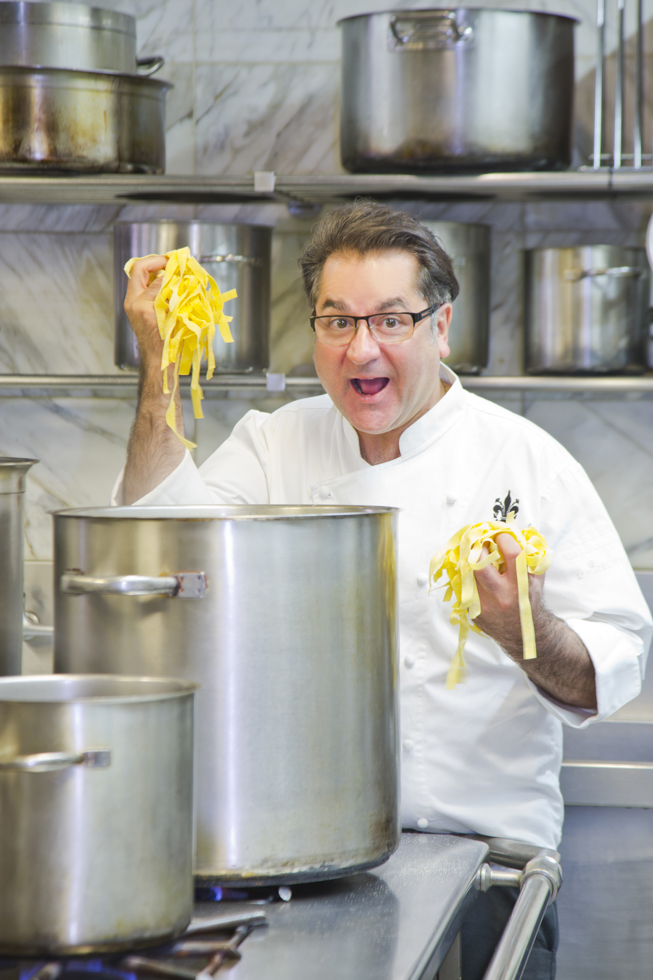 Guy Grossi beim Pasta kochen, Besitzer und Küchenchef des Restaurant Grossi Florentino, Melbourne, Australien