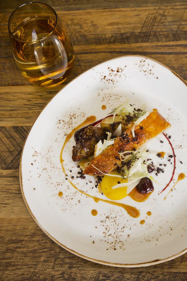 Greenvale pork, blood plums, baby fennel and mustard, Restaurant Saint Crispin, Melbourne, Australien