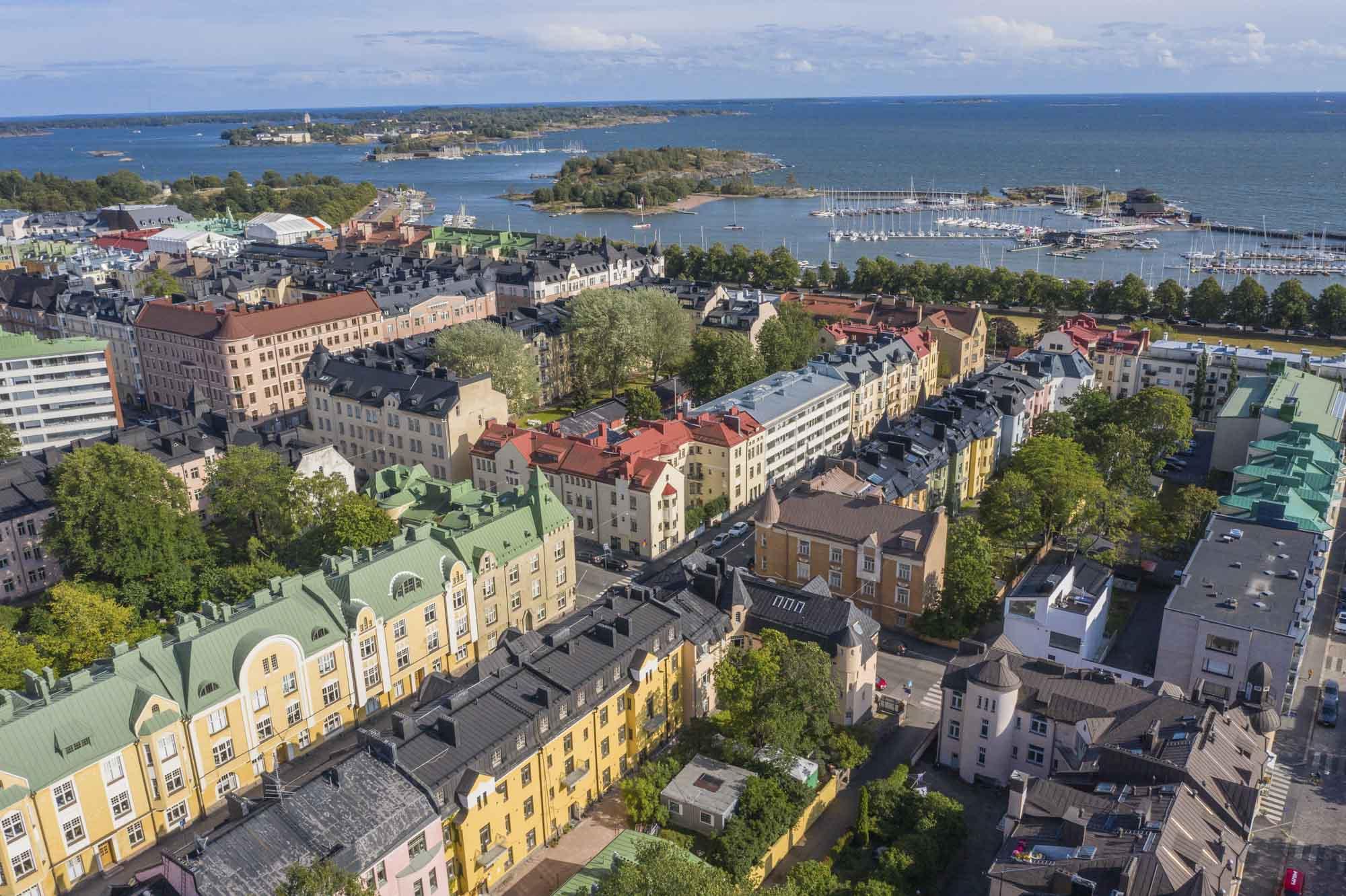 Finnland, Helsinki, Stadtteil Eira - Ullanlinna, Yachthafen, Schärenlandschaft aus der Luft