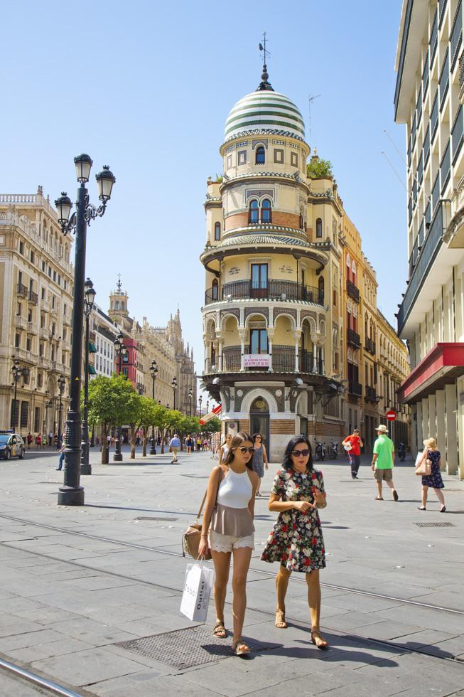 Spanien, Andalusien, Sevilla, Altstadt, Calle de la Constitucion, Fussgängerzone, Architektur, Häuser, Menschen  Engl.: Spain, Andalusia, Seville, Old Town, Calle de la Constitucion, pedestrian area, architecture, houses, people