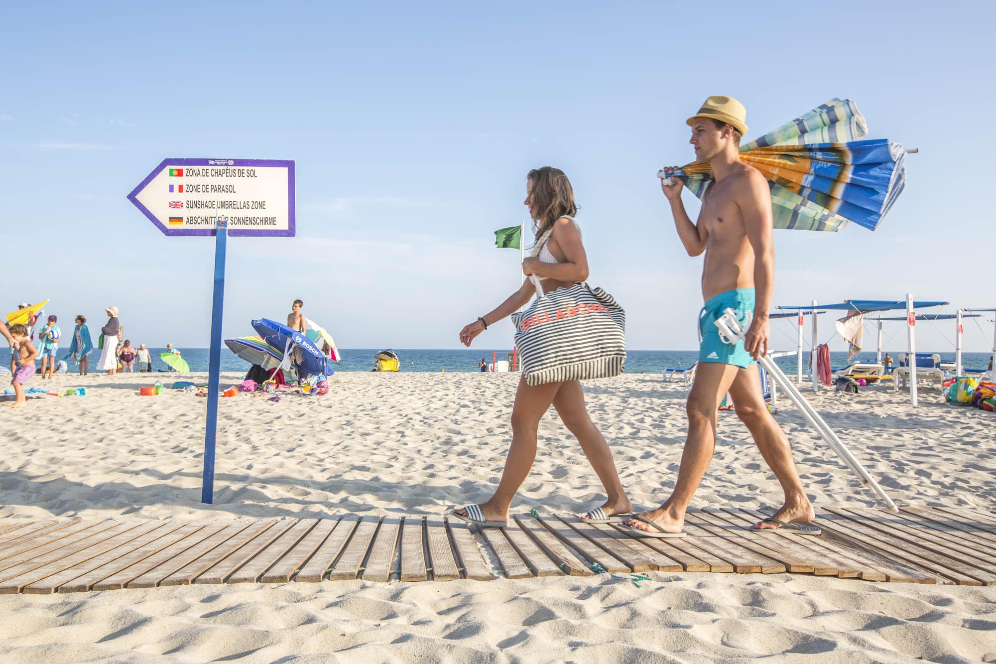 Portugal, Algarve, Tavira, Praia do Barril, Strandtouristen
