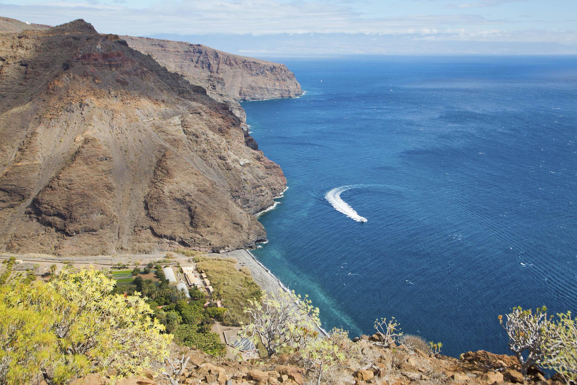 Spanien, Kanarische Inseln, La Gomera, Landhotel & Biohof Hotel El Cabrito. Blick auf die Bucht. Das Landhotel ist nur per Boot oder zu Fuß erreichbar.