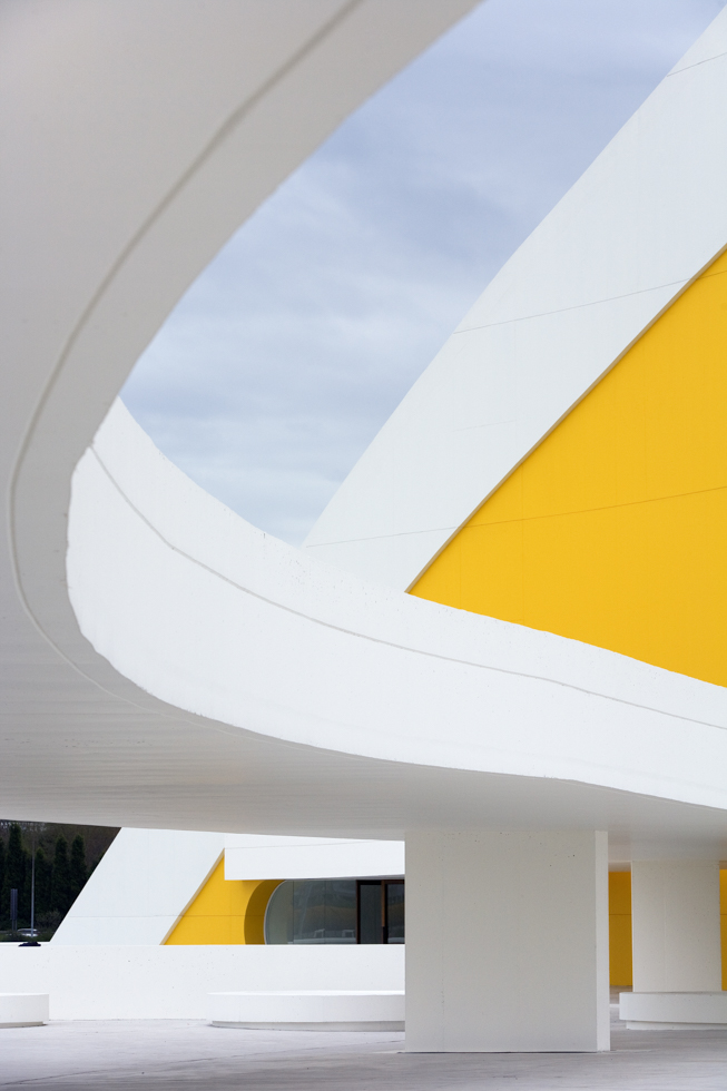 """Europa, Spanien, Asturien, Avilés, """"Centro Niemeyer"""", Architektur: der brasilianische Architekt Oscar Niemeyer. Auditorium"""