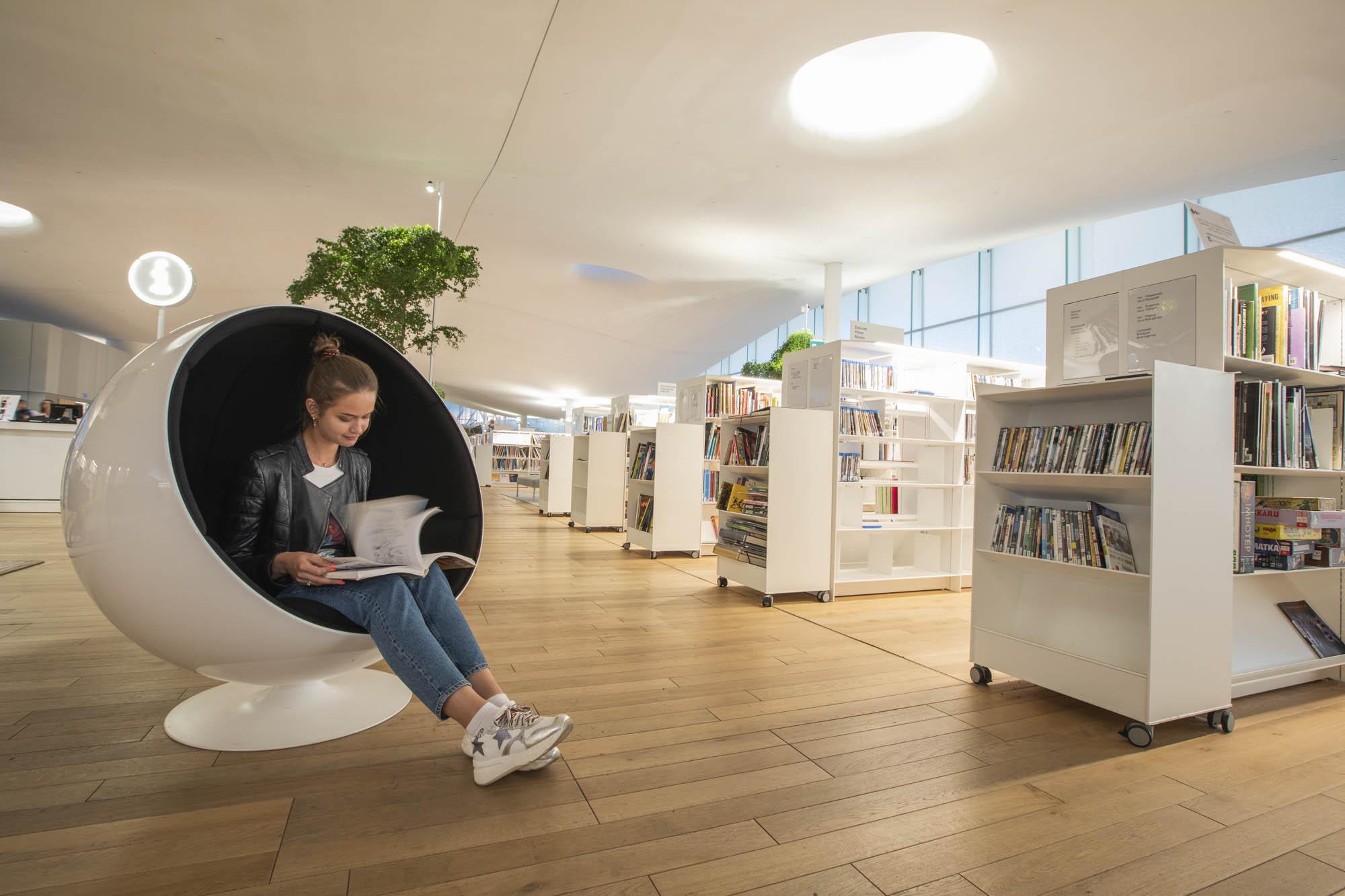 Finnland, Helsinki, Zentralbibliothek Oodi beherbergt rund 100.00 Bücher
