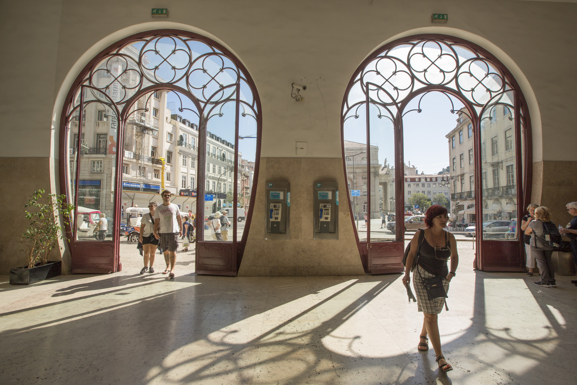 Portugal, Lissabon, Rossio Bahnhof, Hufeisenförmiger Eingang