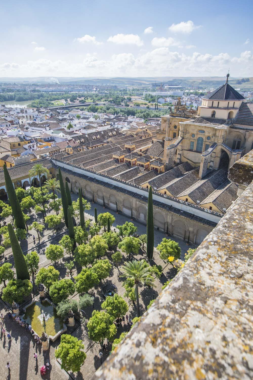Spanien, Cordoba, Moschee-Kathedrale, Moschee und christliche Kathedrale, Blick vom Glockenturm auf Orangenhof und Moschee-Kathedrale, Stadtansicht, Glauben, Religion, Islam