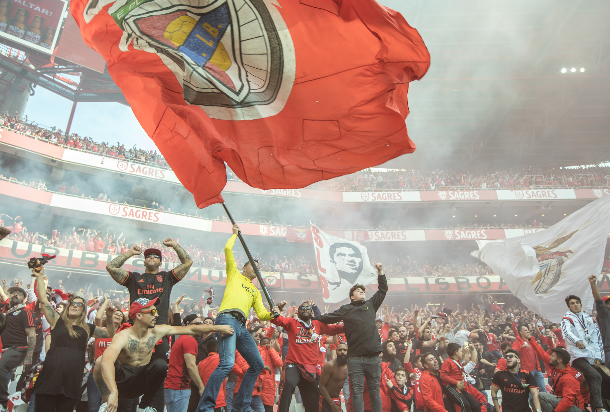 Portugal, Lissabon, Estadio da Luz, Stadion von Benfica Lissabon, Fans während eines Fussballspiels