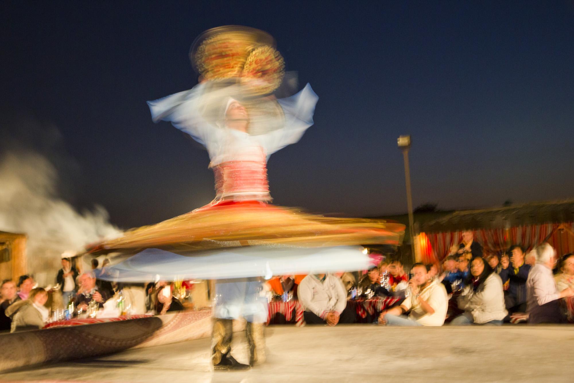 VAE, Vereinigte arabische Emirate, Dubai, Wüste, Wüsten Abenteuer, Abenteuer,  Desert camp, Show, Bauchtanz, Spektakel, Aufführung, Nachtleben  Engl.: UAE, United Arab Emirates, Dubai, desert, desert adventure, adventure, desert camp, show, belly dancing, spectacle, performance, nightlife