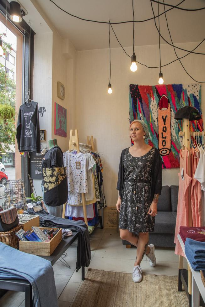 Finnland, Helsinki, Stadtteil Kallio, Szeneviertel, Boutique Kind of Green, Besitzerin Tanja. Klamotten europäischer Designer, alle Waren vegan und ethisch hergestellt