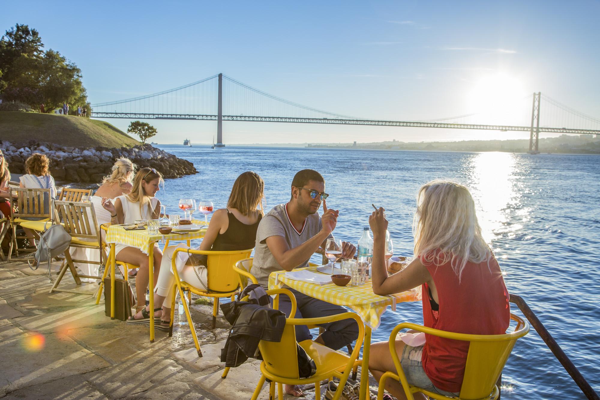 Portugal, Lissabon, Almada, Rua do Ginjal, Restaurante Ponto Final, Brücke, Ponte 25 de Abril