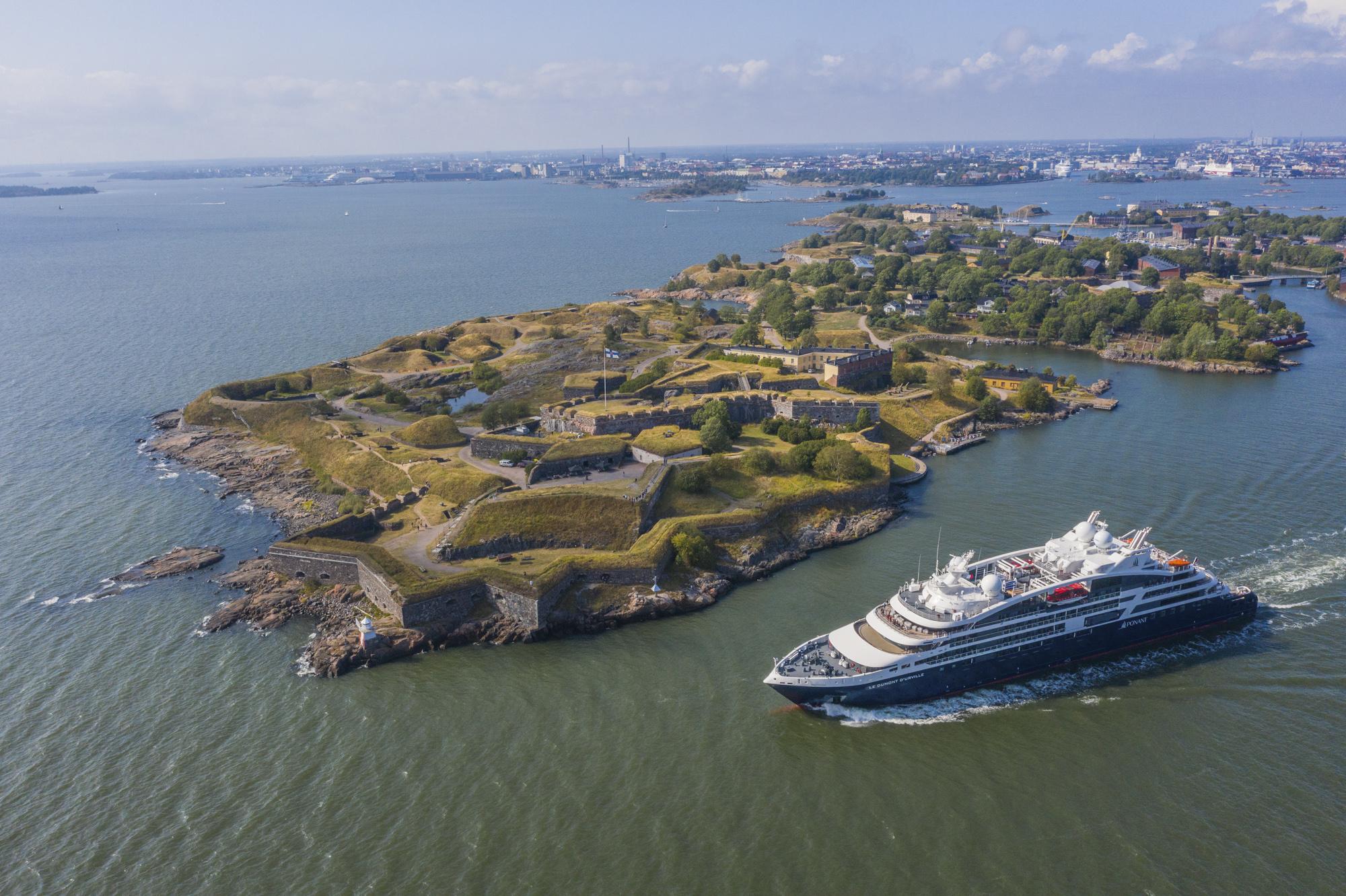 Finnland, Helsinki, Finnischer Meerbusen, Schärenlandschaft, Festungsinsel Suomenlinna, Kreuzfahrtschiff