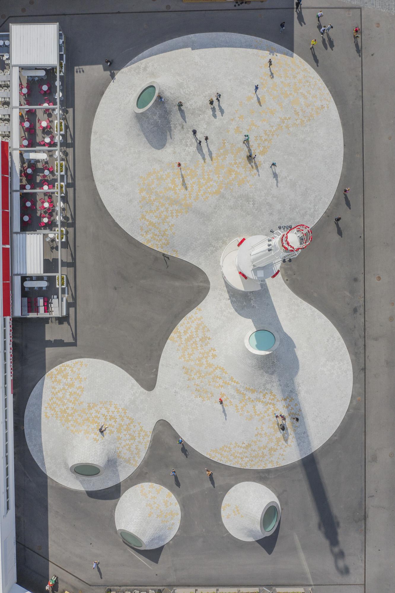 Finnland, Helsinki, Lasipalatsi Platz. Moderne Architektur über dem unterirdischen Amos Anderson Museum, Luftaufnahme